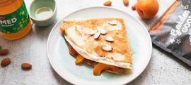 Tortilje s marelicama, medom, grčkim jogurtom i bademima