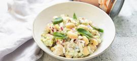 Salata od K plus bijelog graha, celera, kiselih krastavaca i ljubičastog luka