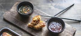 Azijske mini pite iz pećnice s piletinom, povrćem i soja sosom