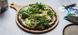 Bijela pizza s podlogom od cvjetače