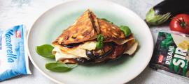 Tortilje s patlidžanom, rajčicom, mozzarellom i ribanim sirom
