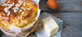 Uskrsni kruh/pinca s bademima i čokoladom